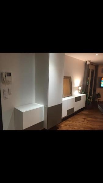 Installation d'un meuble sur mesure dans un salon par votre fabricant Toulouse